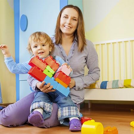 nounou à domicile avec bébé