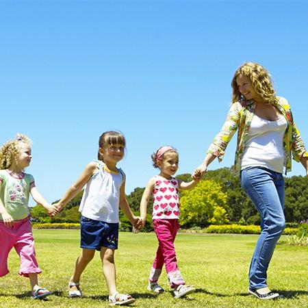 enfants sortie avec nounou baby sitter