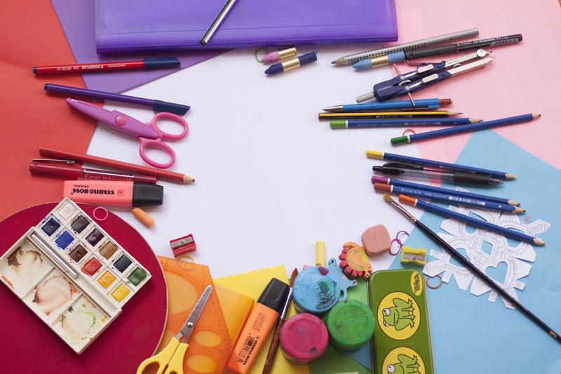 crayons de couleur feutres peinture pour enfants