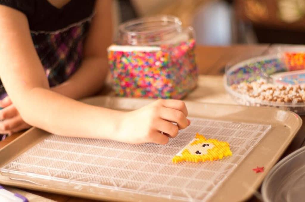 activité manuelle enfant garde à domicile sortie d'école